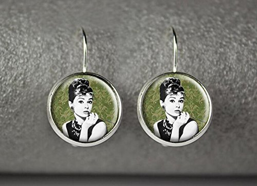 Audre (Holly Golightly Costumes Jewelry)