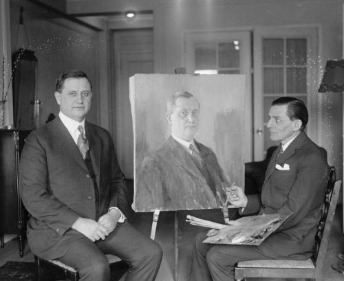 1927 photo Everett Sanders poses for Go. Warner, 3/9/27 Vintage Black & White c9 (Best Boudoir Photography Poses)