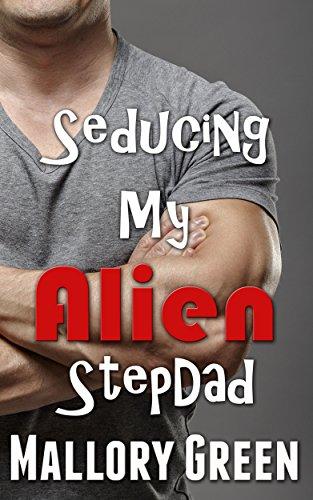 Seducing my Alien StepDad (Ultimate Alien - Book Addicts Sex Green