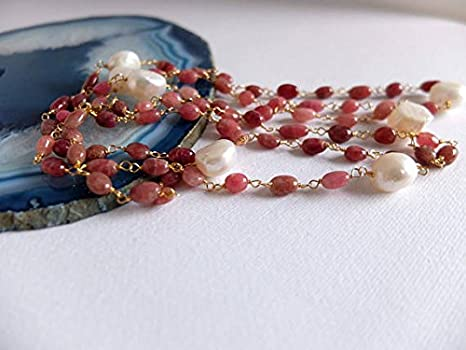 7018d3919b77 Collar largo de perlas y piedras rosas