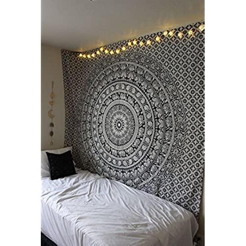 Wall picture collage decor