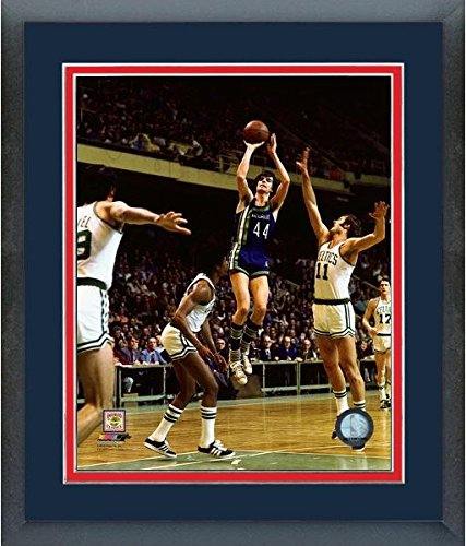 Pete Maravich Atlanta Hawks NBA Action Photo (Size: 22.5'' x 26.5'') Framed