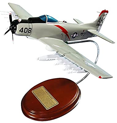 Mastercraft Collection Douglas A-1 Skyraider Navy Attack Aircraft Plane Airplane USAF Air Force Model Scale:1/50