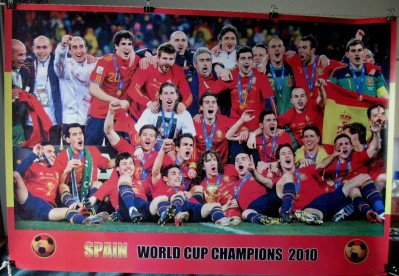 World Soccer Cup 2010 - Spain 2010 soccer team celebrates World Cup POSTER 34 x 23.5 Spanish football champs (poster sent from USA in PVC pipe)