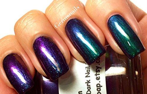 nail-polish-multichrome-chameleon-chrome-blue-purple-green-copper-color-shifting-lagoon-hand-blended