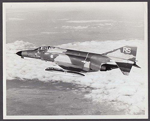 USAF F-4E Phantom jet fighter 69-260 in flight 8x10 photo ()