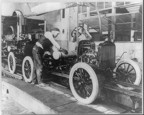 HistoricalFindings Photo: Workers,Ford Motor Company,assembly line,Detroit,c1910