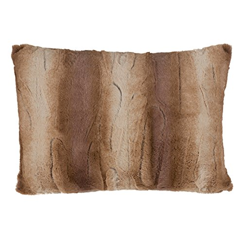 SARO LIFESTYLE Wilma Collection Timeless Animal Print Faux Fur Poly Filled Throw Pillow, 14'' x 20'', Natural by SARO LIFESTYLE