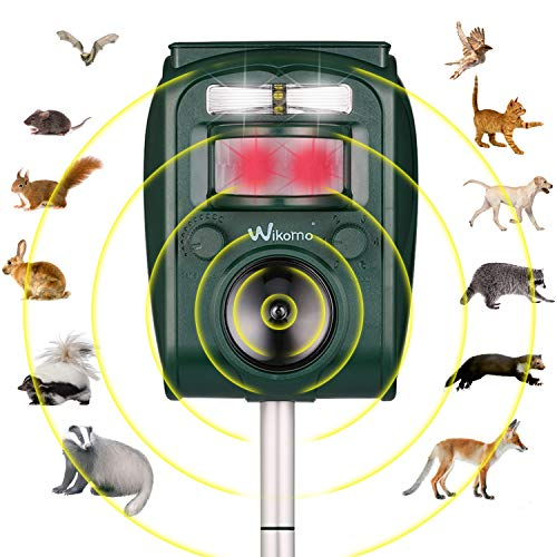 Wikomo Ultrasonic Pest Repeller, Solar Powered Waterproof Outdoor Animal Repeller with Ultrasonic Sound,Motion Sensor and Flashing Light pest Repeller for Cats, Dogs, Squirrels, Moles, Rats ()
