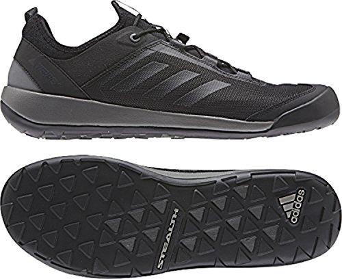 Adidas Hombres Terrex Swift Solo Zapatos & Cooling Towel Bundle Utility Negro / Negro / Gris Cuatro