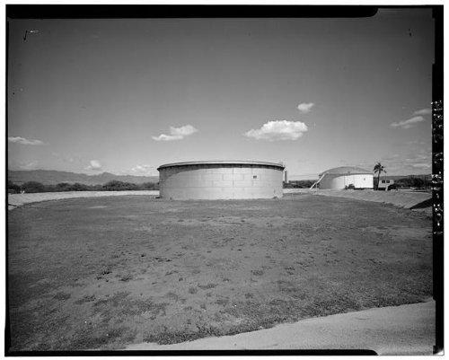 (Photo: U.S. Naval Base,Pearl Harbor,Jet Engine Fuel Storage Tank,Lehua Avenue,Hawaii )