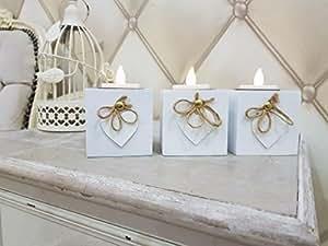 Pack de 3 portavelas de HomeZone®, blancos, de madera, con forma de caja, con diseño de corazón, chic Decoración rústica de hogar como centro de mesa navideño o para bodas, candelabro moderno en tres piezas para velas de té., Blanco, 6cm x 6cm x 6cm