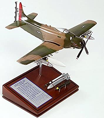 Mastercraft Collection Planes and Weapons Series Douglass A-1H SKYRAIDER USAF US Air Force Model Scale:1/48