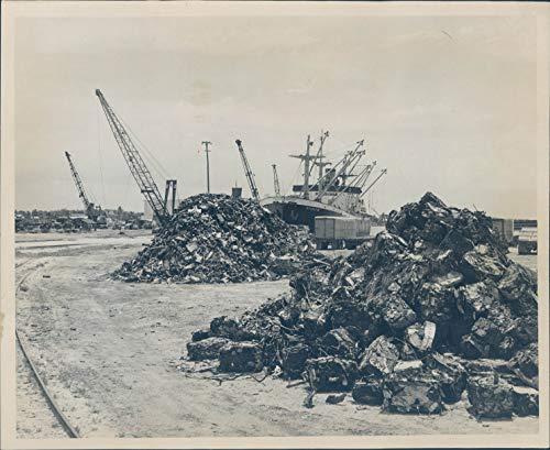 1963 Press Photo Transportation Port Everglades Vintage Ship Debris Machine 8x10