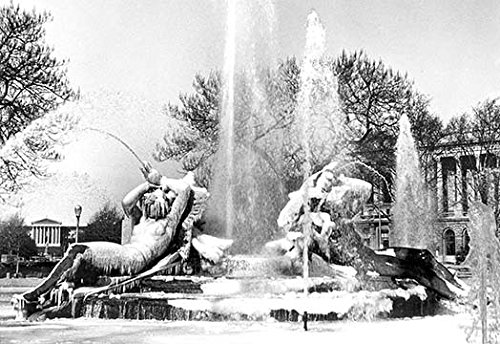 (Buyenlarge 0-587-00743-5-C4466 Logan Square-Frozen in Time, Philadelphia, PA Gallery Wrapped Canvas Print, 44