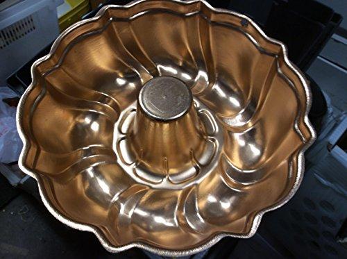Angled Swirl Solid Copper Bundt Pan by Kopper Kraft