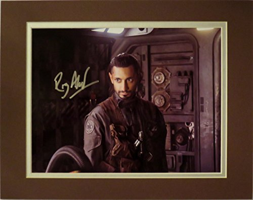 disney-riz-ahmed-as-bodhi-rook-autographed-matted-photo-in-2016-rogue-one-a-star-wars-story