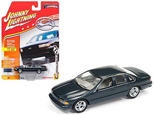 Auto world find offers online and compare prices at storemeister new 164 auto world johnny lightning muscle cars usa collection gloss dark green fandeluxe Gallery