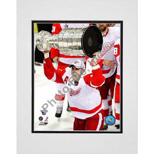 Photo File Detroit Red Wings Henrik Zetterberg 2008 Stanley Cup 8x10 Matted Photo