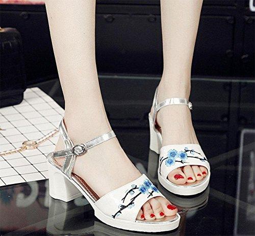 Sandalen Weiblich Fuß Ein Wort Schnalle bestickt Sandalen Weiblich 3
