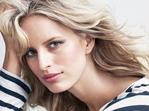 Karolina Kurkova's Beauty Secret | The It Summer Bag