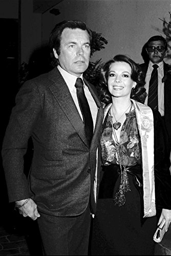 Natalie Wood and Robert Wagner at the Look Mag party Photo Print (8 x 10) from Posterazzi