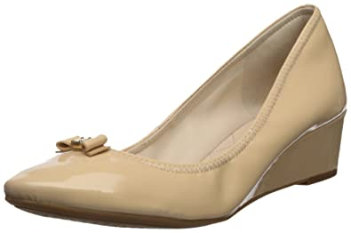 f3c2b138268 Cole Haan Womens Tali Mini Bow Wedge 40mm 6 Nude Patent