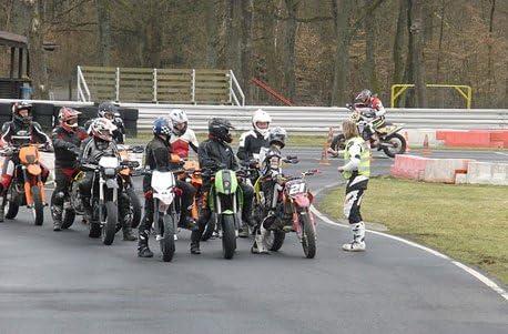 Supermoto Rennstrecken-Training mit Leihmaschine in Memmingen Jochen Schweizer Geschenkgutschein