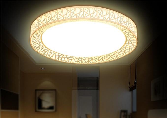Luce a soffitto il moderno e minimalista camera da letto con letto