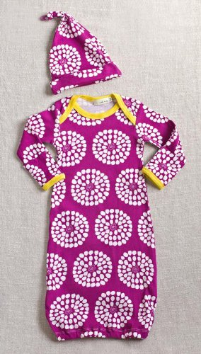 Zebi Baby Organic Newborn Gown and Hat Set (violet beghonia)