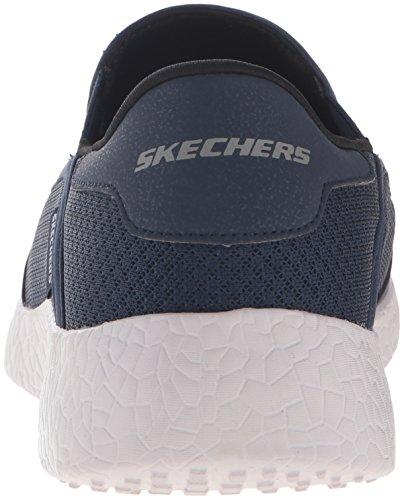 Gli Uomini Di Sport Di Skechers Hanno Scoppiato Appena In Tempo La Marina Di Sneaker