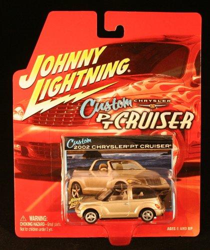 2002 CHRYSLER PT CRUISER * SILVER CONVERTIBLE * 2003 Johnny Lightning Chrysler Custom PT Cruiser 1/64 Scale Die-Cast Vehicle ()
