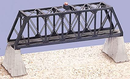 amazon com lionel 6 12772 truss bridge with flasher and piers toys