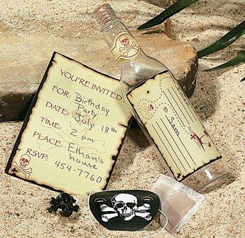 Plastic Skull and Crossbones Invitations in a Bottle ()