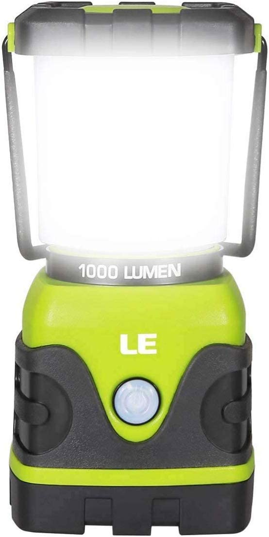 LE Linterna de Camping, Farol de Camping Regulable 1000 Lumen, 4 Modos Luz de Emergencia, Luces de Tienda Resistentes al Agua para Camping, Senderismo, Pesca, Cortes de Energía, 3 * D con pilas