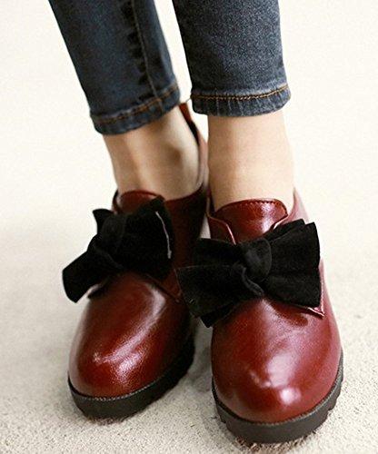 Idifu Womens Doux Mi-talon Rehausser Oxfords Slip Sur Bout Rond Chaussures Décontractées Avec Arc Rouge