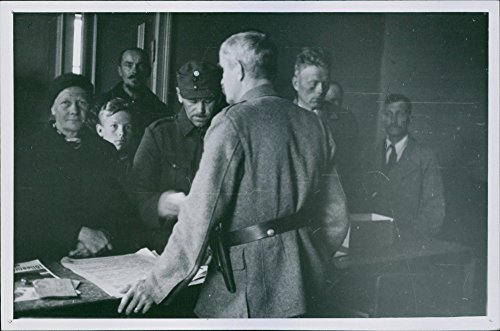 Vintage photo of Reconstruction Finland 1942The Karelian evacuees to his liberated rural municipal authority under military command receiving parishioners municipal chairman in uniform back this way