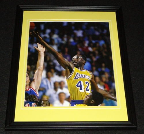 James-Worthy-vs-Bill-Laimbeer-Framed-8x10-Poster-Photo-Lakers-Pistons