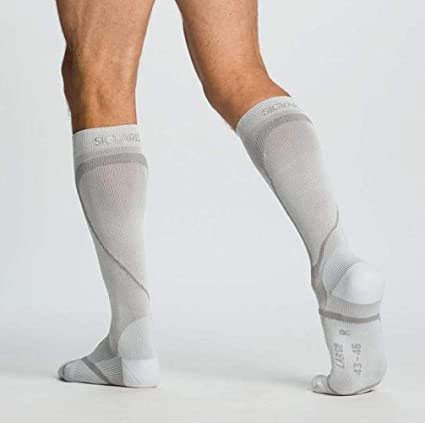 6f4fd4b80b Amazon.com: Sigvaris Performance- Active Therapy Socks 20-30mmHg Closed  Toe, Medium Small, White: Sports & Outdoors