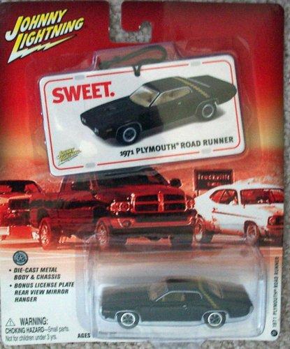 Johnny Lightning, Hey! That thing got a hemi?, #4 1967 Plymouth GTX Convertible, gold, 1:64, 2004. 1967 Plymouth Gtx Hemi