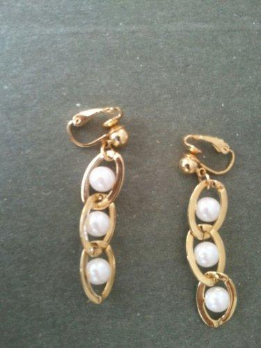 Avon Faux Earrings (Vintage Avon Faux Pearl Clip on Earrings)