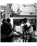 Posters: Robert Doisneau Poster Reproduction - Couples Amoureux Dans Un Café Parisien (30 x 24 cm)