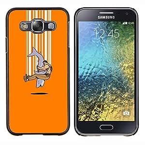 Qstar Arte & diseño plástico duro Fundas Cover Cubre Hard Case Cover para Samsung Galaxy E5 E500 (Explosión tiburón - Divertido)