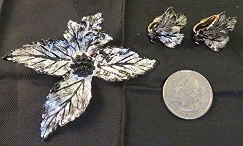 Vintage Set Goldtone Pin & Clip On Earrings Leaf Shape Painted Black & White ()