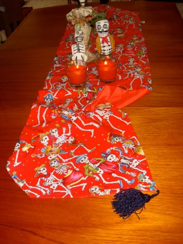 Day of the Dead Dia De Los Muertos Table Runner Fiesta Halloween Party (Dia De Los Muertos Fabric Alexander Henry)