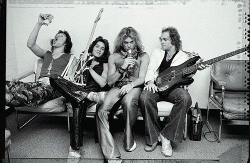 Van Halen A Visual History 1978 1984 Zlozower Neil Roth David Lee 9780811863049 Amazon Com Books