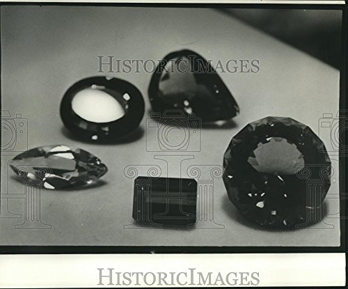 1972 Press Photo Gems, 5 Basic Cuts: marquis, emerald, round, oval & pear - Emerald Marquis