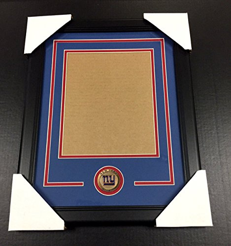 NEW YORK GIANTS Medallion Frame Kit 8x10 Photo Double Mat VERTICAL ()