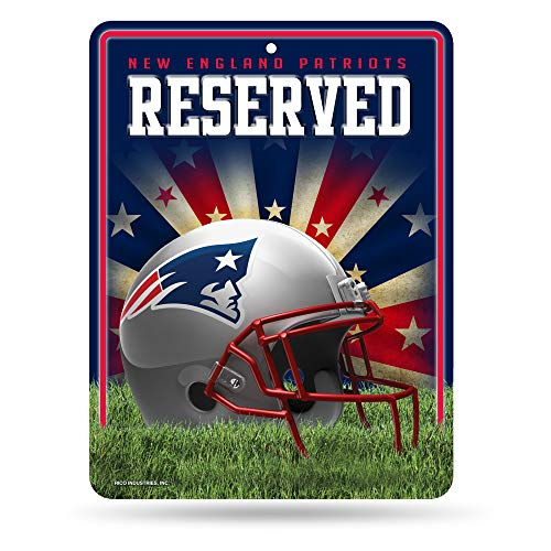 NFL New England Patriots 8-Inch by 11-Inch Metal Parking Sign Décor -