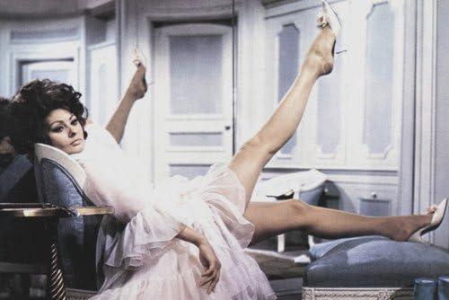 Sophia Loren in Arabesque 24x36 Poster leggy pose 51yYqLjvcpL